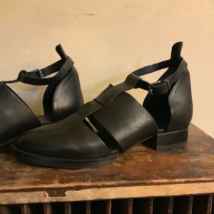 Top shop black cutout flats w/ankle straps 38
